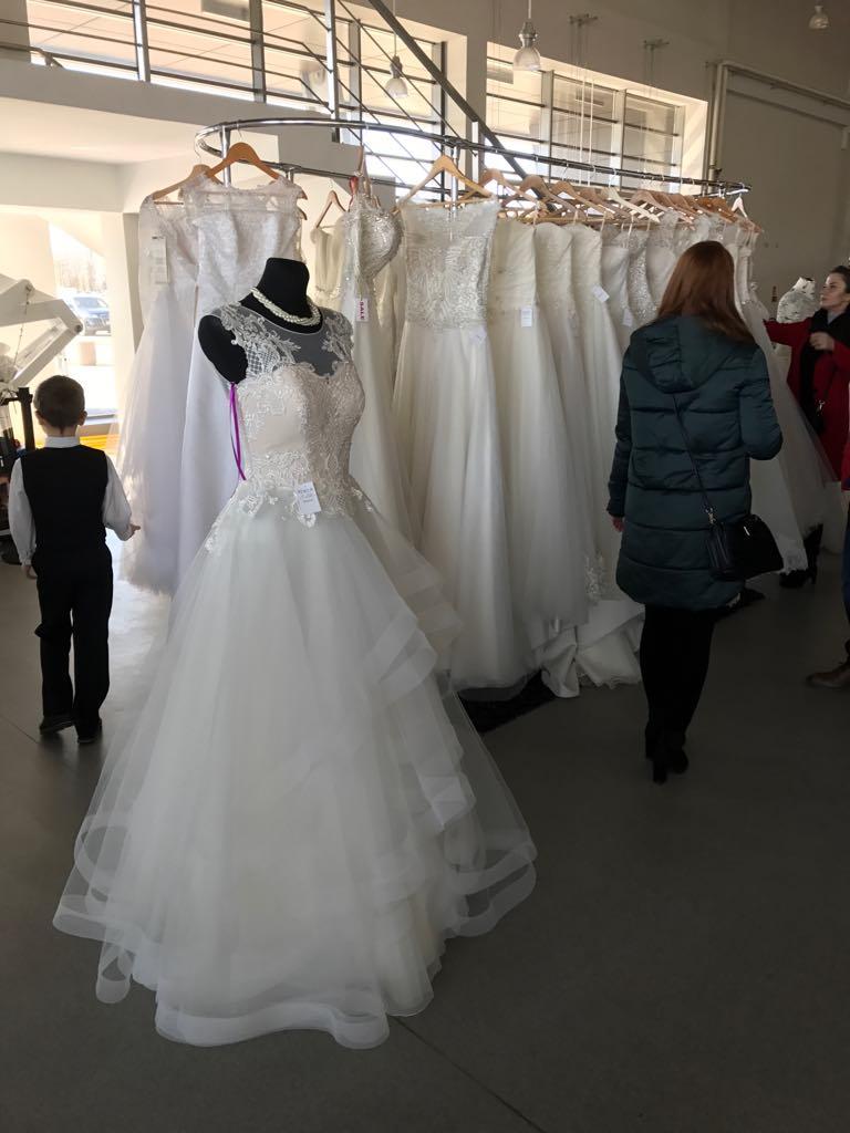 e59d65f714 Strona główna   Agencja Ślubna   Swap Sukienek Ślubnych – Suknia Ślubna 1  sztuka